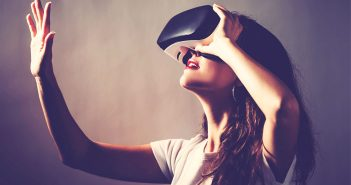 VR study reveals how your brain manipulates your visual perception when you move your hand