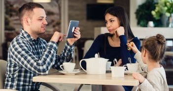 Study finds smartphone use undermines enjoyment of face-to-face social interactions